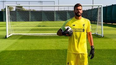 Alisson en su presentación con el Liverpool. (Foto: Getty)