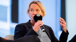Auch die neue Bundestrainerin Martina Voss-Tecklenborg meldete sich zu Wort