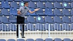 Das Spiel von La-Coruna-Coach Vazquez wurde wenige Minuten vor Anpfiff abgesagt