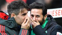 Claudio Pizarro (r.) von Werder Bremen und Bayerns Javi Martínez kennen sich gut