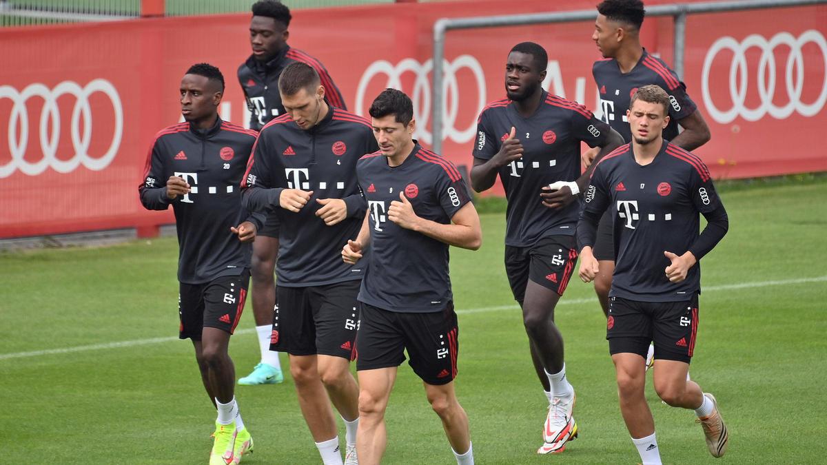Bouna Sarr (l.) könnte den FC Bayern doch noch verlassen