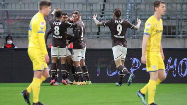 Der FC St. Pauli bog gegen Eintracht Braunschweig früh auf die Siegerstraße ein