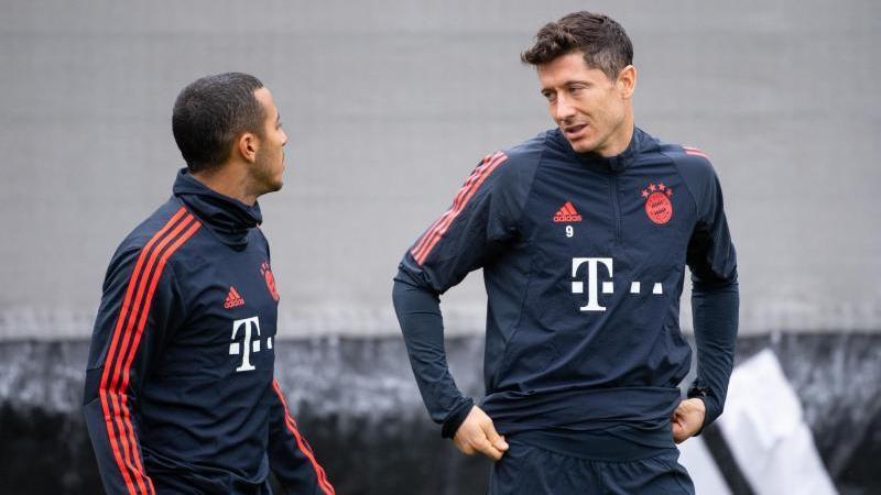 Lange Teamkollegen beim FC Bayern, nun Gegner bei der EM: Spaniens Thiago (l) und Polens Robert Lewandowski