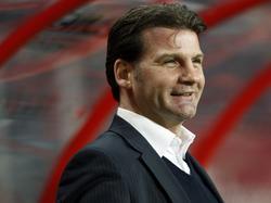 Raymond Atteveld als trainer van ADO Den Haag langs de zijlijn tijdens het competitieduel bij FC Twente. (12-03-2010)