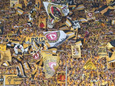 Imagen de la hinchada del Dinamo de Dresde en el partido ante el Leipzig. (Foto: Imago)