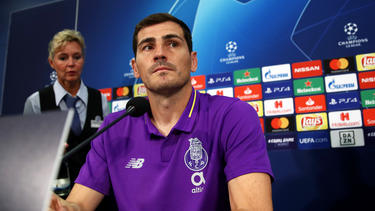 Casillas en la rueda de prensa del Oporto antes del partido con el Schalke. (Foto: Getty)