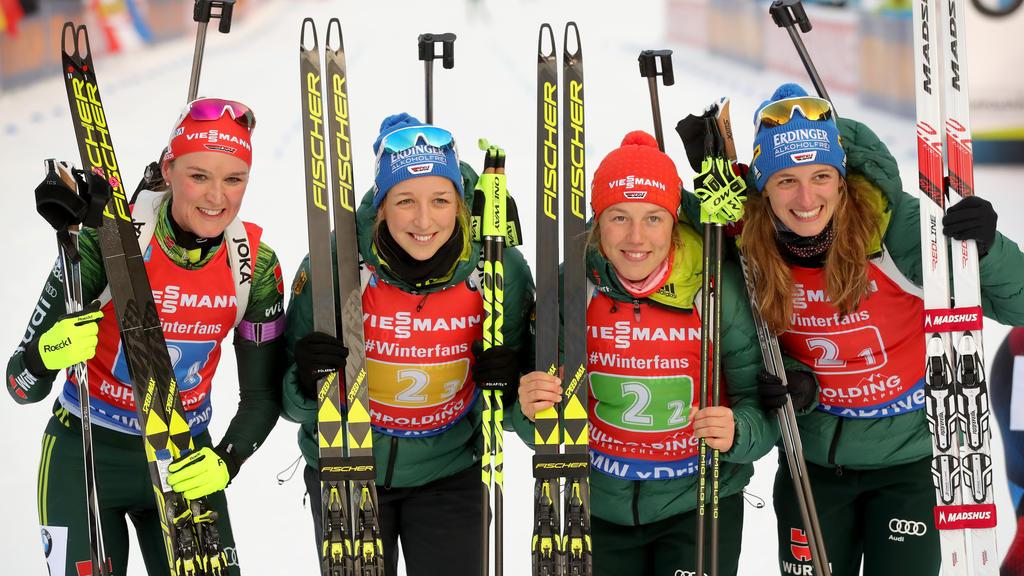 Die deutschen Biathletinnen haben die Fragerei nach Laura Dahlmeier (2.v.r) satt