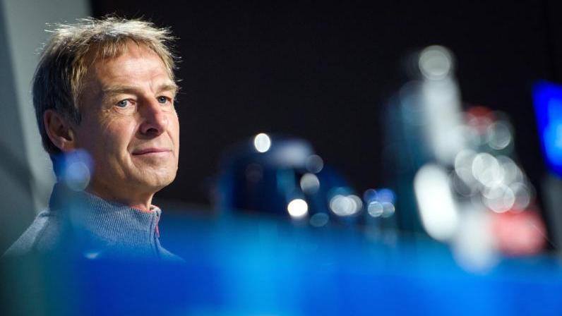 Lädt einen Youtuber ein, der sich bei Hertha eingeschmuggelt hatte: Trainer Jürgen Klinsmann
