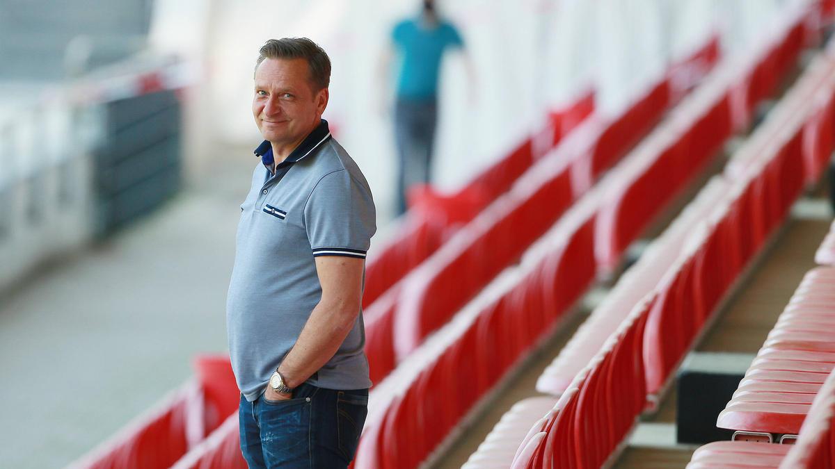 Horst Heldt vom Bundesligisten 1. FC Köln will auf die Fans eingehen