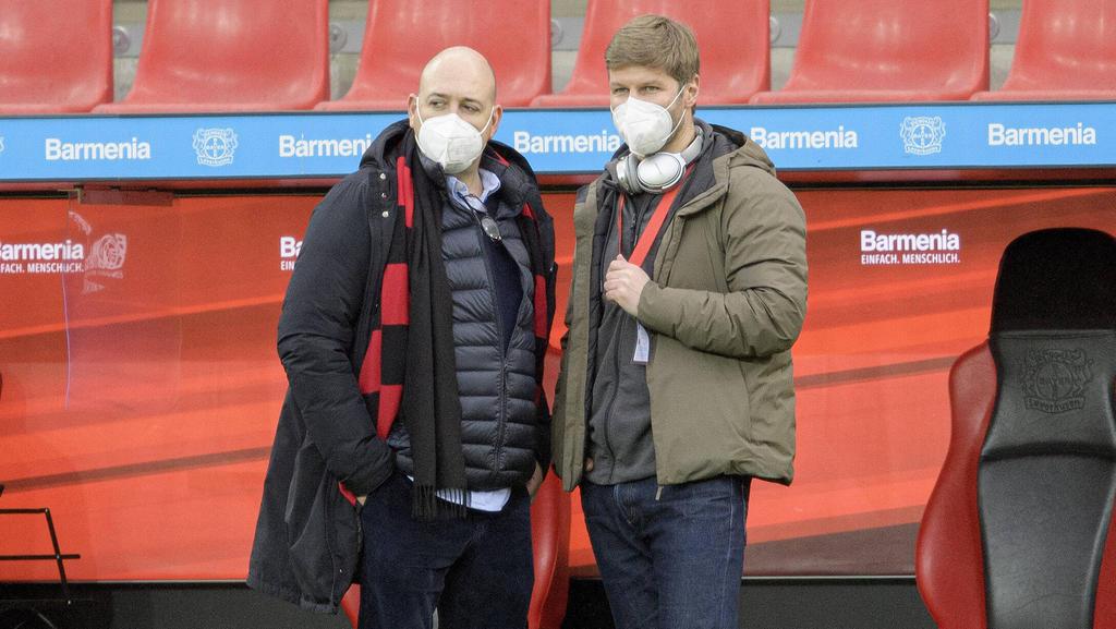 Fernando Carro (l.) spricht mit BVB und FC Bayern