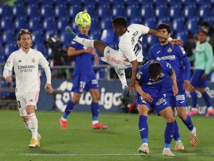 El Madrid no consiguió sacar su mejor fútbol plagado de bajas.