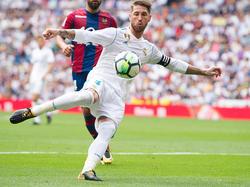 Sergio Ramos remata a portería frente al Levante. (Foto: Getty)