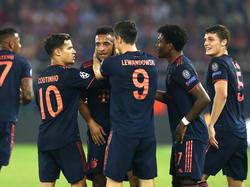 Die Bayern bejubeln einen knappen Auswärtssieg