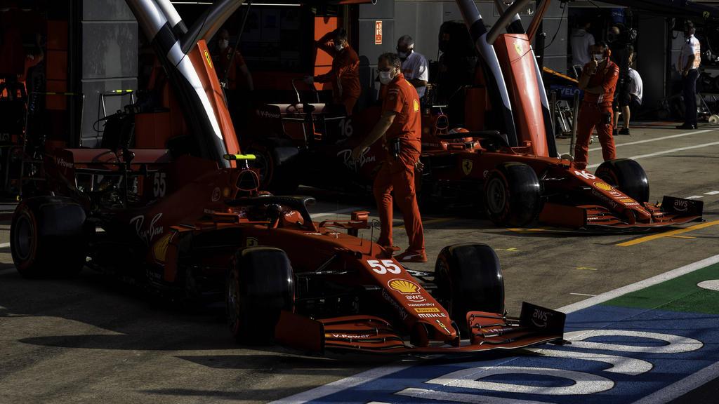 Ferrari: Charles Leclerc/Carlos Sainz