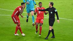 Jérôme Boateng hadert mit Schiedsrichterentscheidung