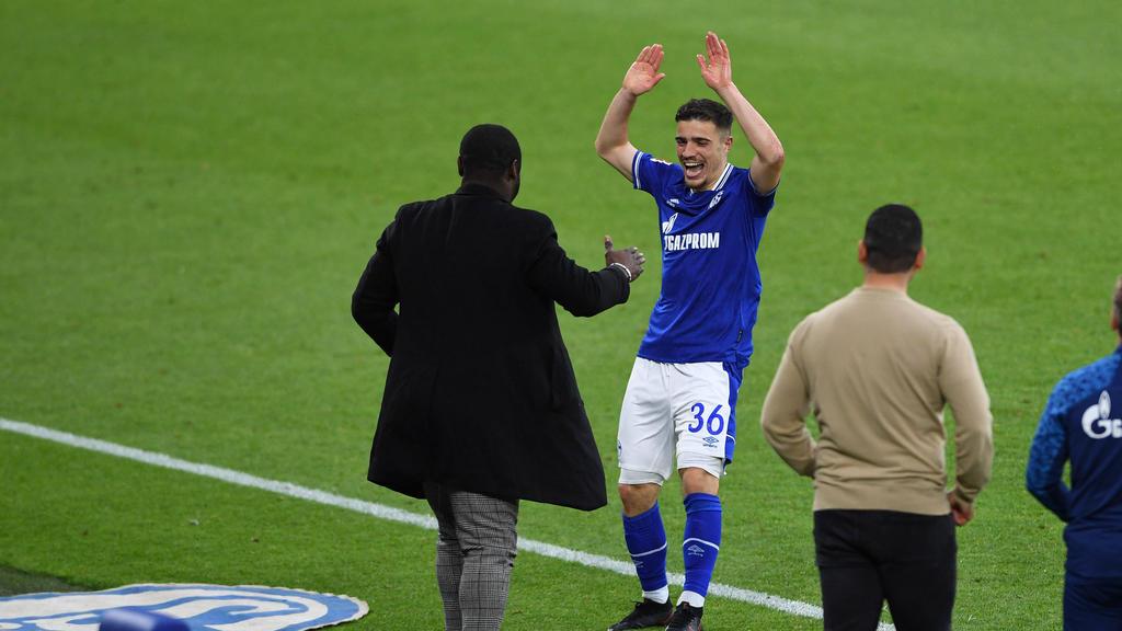 Blendi Idrizi (M.) wird Profi beim FC Schalke 04