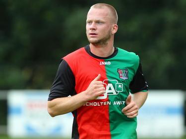Melvin Platje actief op een training van NEC Nijmegen. (23-6-2013)