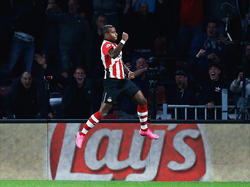 Luciano Narsingh kan zijn geluk niet op als hij PSV op een 2-1 voorsprong heeft gezet in de Champions League. Een stunt lijkt in de maak tegen Manchester United. (15-09-2015)
