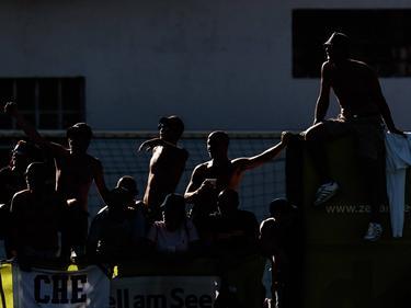 Hooligans haben Spieler des Taranto FC angegriffen