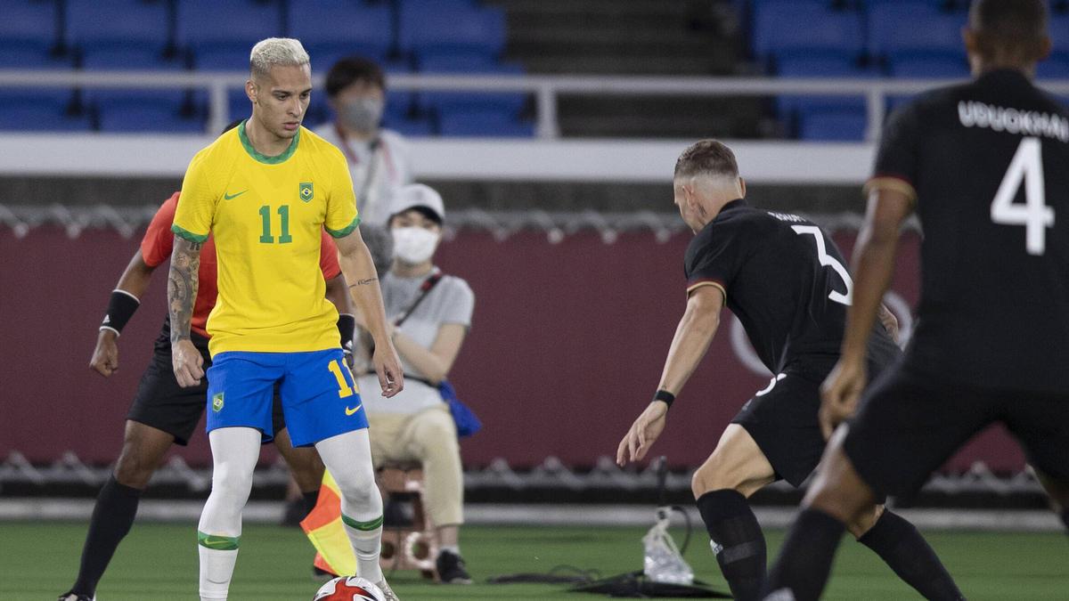 Zeigte gegen die deutsche Olympia-Auswahl eine starke Leistung und steht angeblich beim FC Bayern auf dem Zettel: Antony (l.) aus Brasilien