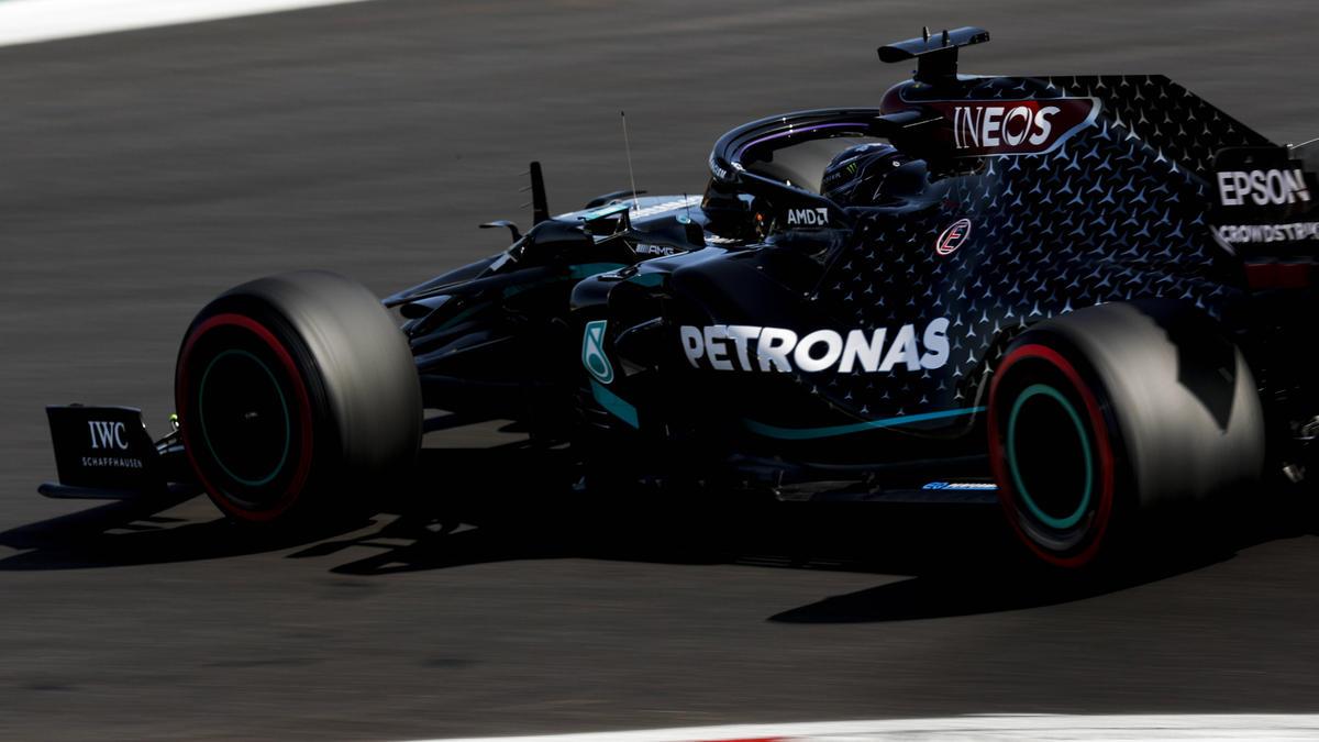 Lewis Hamilton raste auf Startplatz eins