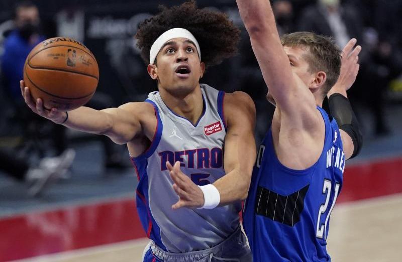 NBA-Legionär Moritz Wagner (r.) kommt bei Orlando Magic immer besser in Fahrt