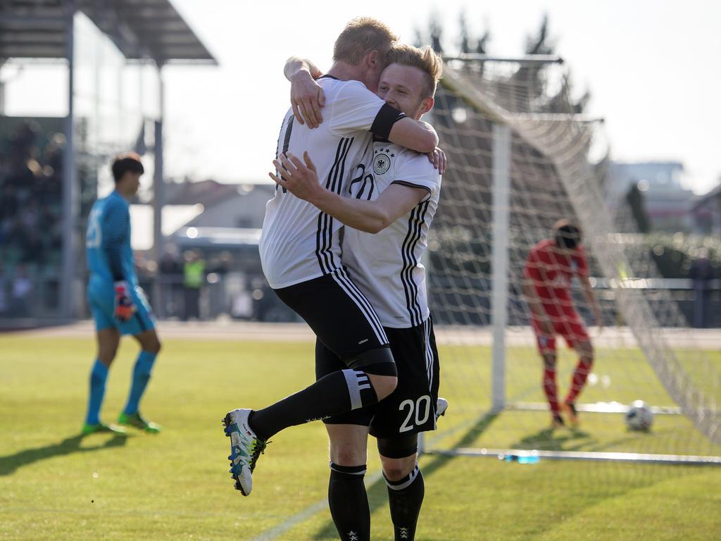 Philipp Ochs und Cedric Teuchert schossen die deutsche U19 zum Sieg