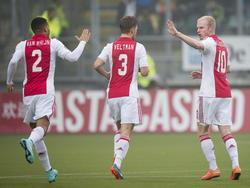 Ricardo van Rhijn (l.) en Joël Veltman (m.) feliciteren Davy Klaassen na zijn treffer tegen ADO Den Haag. (30-11-2014)