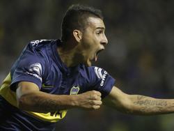 Pavón, anotando el 2-0 y desató la locura en La Bombonera. (Foto: Imago)