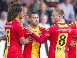 Jeffrey Rijsdijk (r.) viert samen met Kenny Teijsse (l.) en Chris David (m.) de gelijkmaker tegen HSC'21 in de KNVB-beker. (23-09-2015)