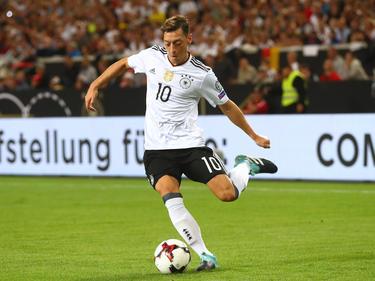 Mesut Özil en un duelo de clasificación para el Mundial contra Noruega. (Foto: Getty)