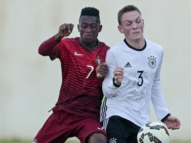 Umaro Embaló (li.) steht auf der Wunschliste von RB Leipzig