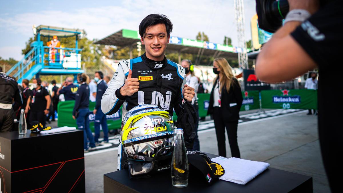 Zhou Guanyu steht wohl vor einem Einstieg in die Formel 1