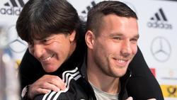 Joachim Löw (l.) und Lukas Podolski kennen sich aus gemeinsamen DFB-Jahren