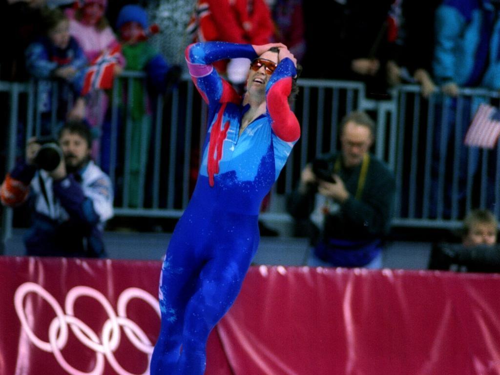 Dan Jansen ist erleichtert nach dem Zieleinlauf in Weltrekordzeit
