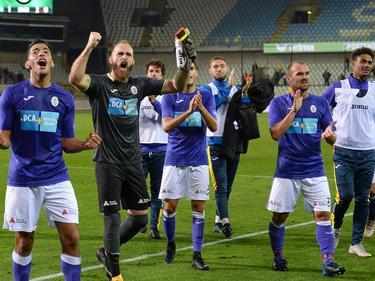 Jimmy, Rubin (ganz rechts) und die KFCO-Crew beim Abfeiern mit den Fans (copyright: Imago)