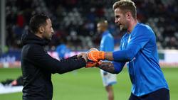 Domenico Tedesco (l.) hat Ralf Fährmann auf Schalke degradiert