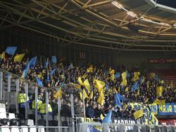 Het uitvak in het AFAS Stadion zit goed vol met SC Cambuur-supporters, die hun ploeg steunen in de halve finale van de beker. (02-03-2017)