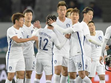 Los jugadores de Corea del Sur celebran la victoria ante su vecino. (Foto: Imago)