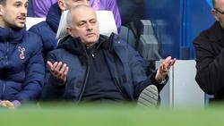 Mourinho durante un duelo del Tottenham.