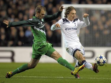 Daniel Jensen (l.) war lange für Werder Bremen am Ball