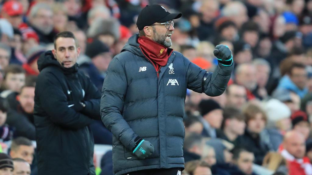 Jurgen Klopp mantiene a su Liverpool como líder destacado.