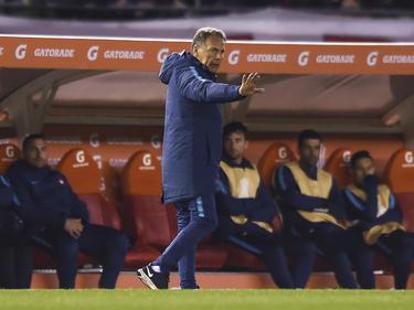 Miguel Ángel Russo en el banco de Cerro Porteño.