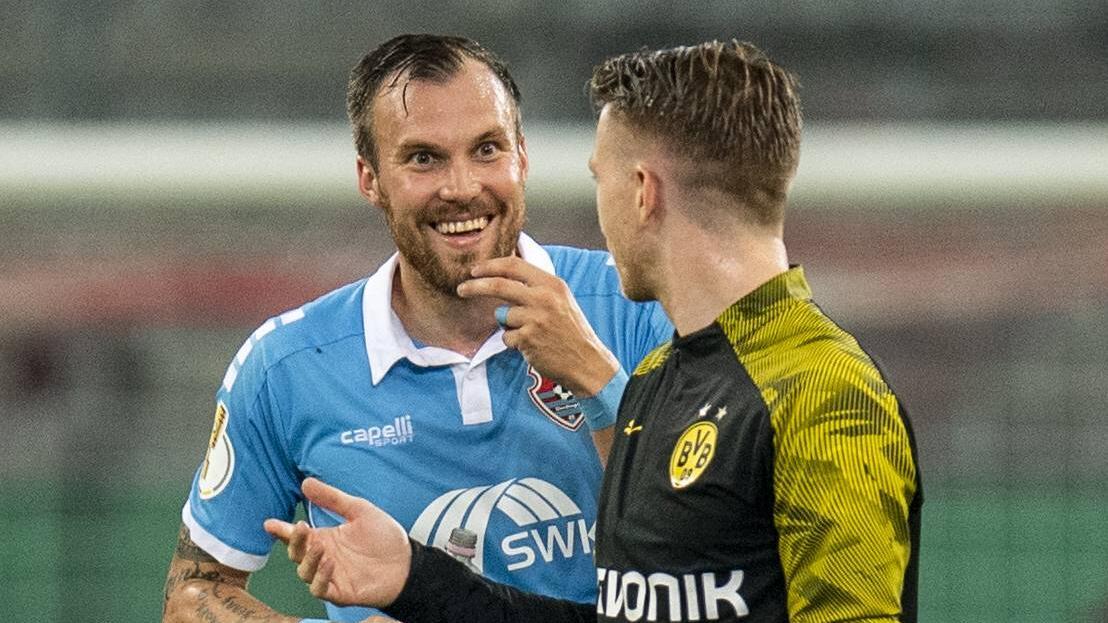"""Kevin Großkreutz (l.) will seine Kneipe """"Schmackes"""" retten"""