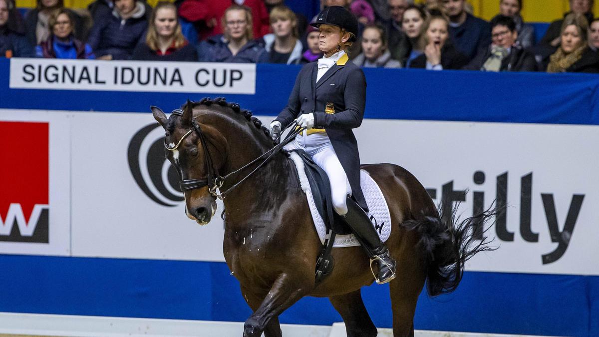Isabell Werth will weiter an Olympia festhalten