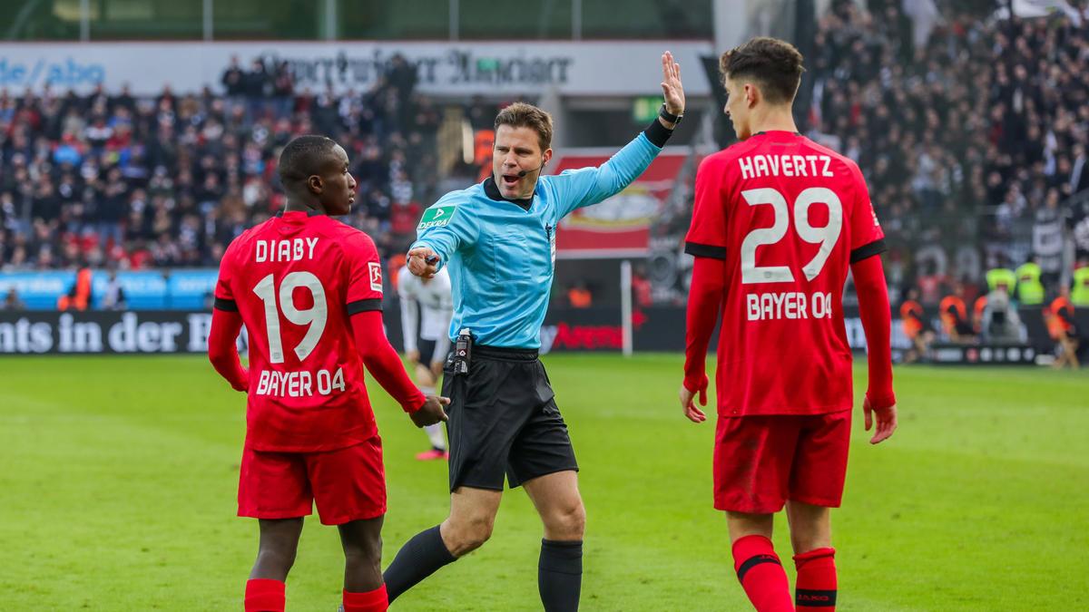 Zieht es Moussa Diaby (l.) von Bayer Leverkusen zum BVB?