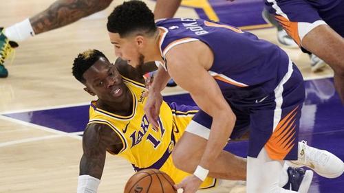 Dennis Schröder (l.) musste mit den Lakers sich den Phoenix Suns geschlagen geben