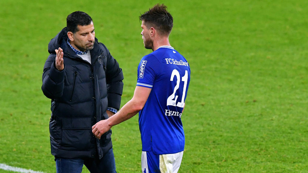 Dimitrios Grammozis (l.) und Klaas-Jan Huntelaar vom FC Schalke 04