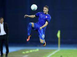 Marko Pjaca probeert de bal te controleren tijdens het duel in de voorronde van de Champions League tussen Dinamo Zagreb en Vardar Skopje (20-07-2016).