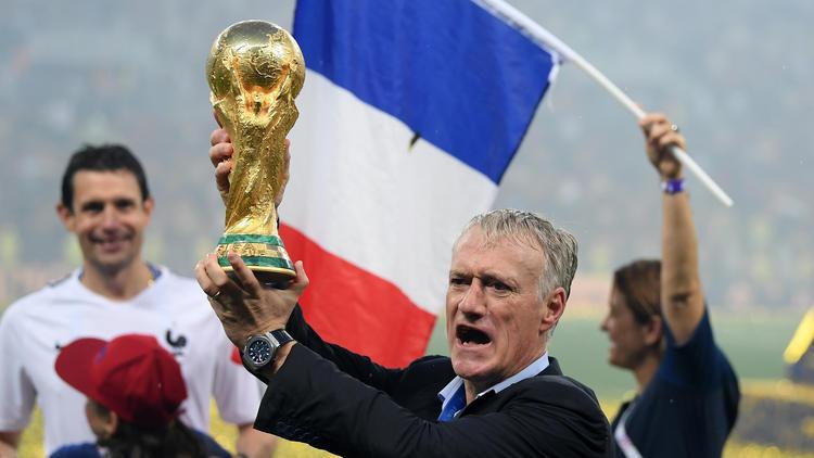 Deschamps levanta la Copa del Mundo en Moscú. (Foto: Getty)